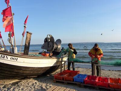Fischer am Strand von Binz