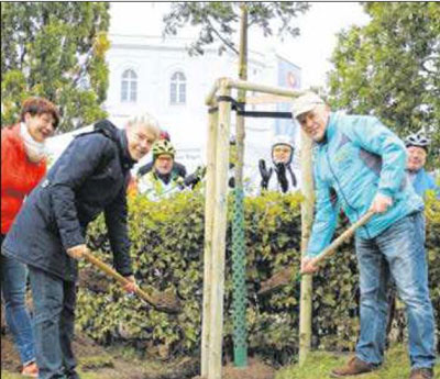 Baumpflanzaktion_Biosphrenreservat_S_Besch